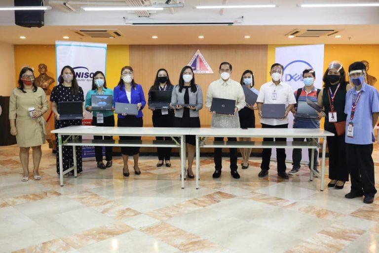 Laptop Para sa Estudyante at Mga Guro ng QCU Itinurn-over na sa Quezon City Government